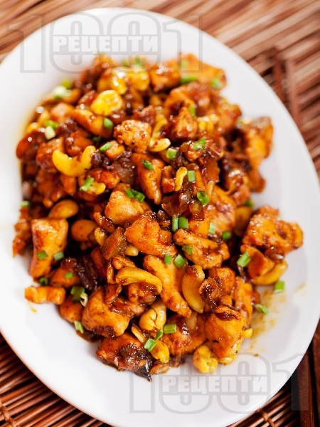 Азиатско къри пиле с кашу, гъби, соев сос и джинджифил - снимка на рецептата